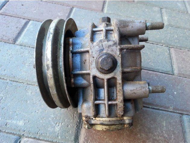 Фото: Редуктор привода вентилятора со шкифом в сборе (71-1308298)