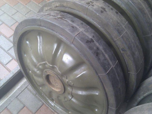 Фото: Каток опорный с шиной (700*120) (21.32.023-3)