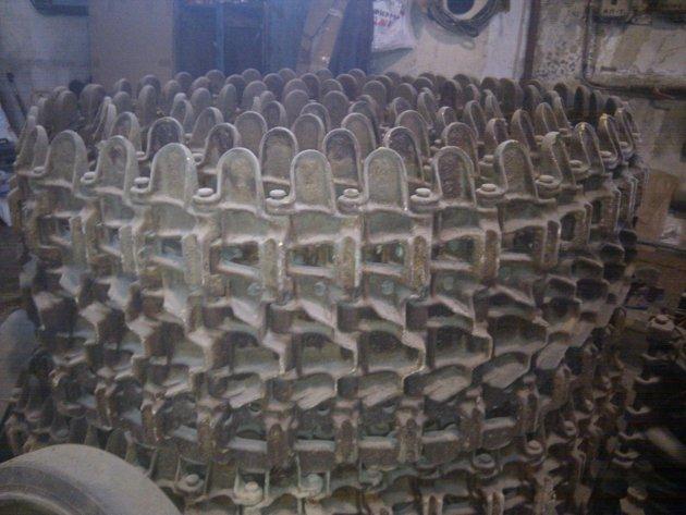 Фото: Гусеница широкая короткая (216 звеньев)